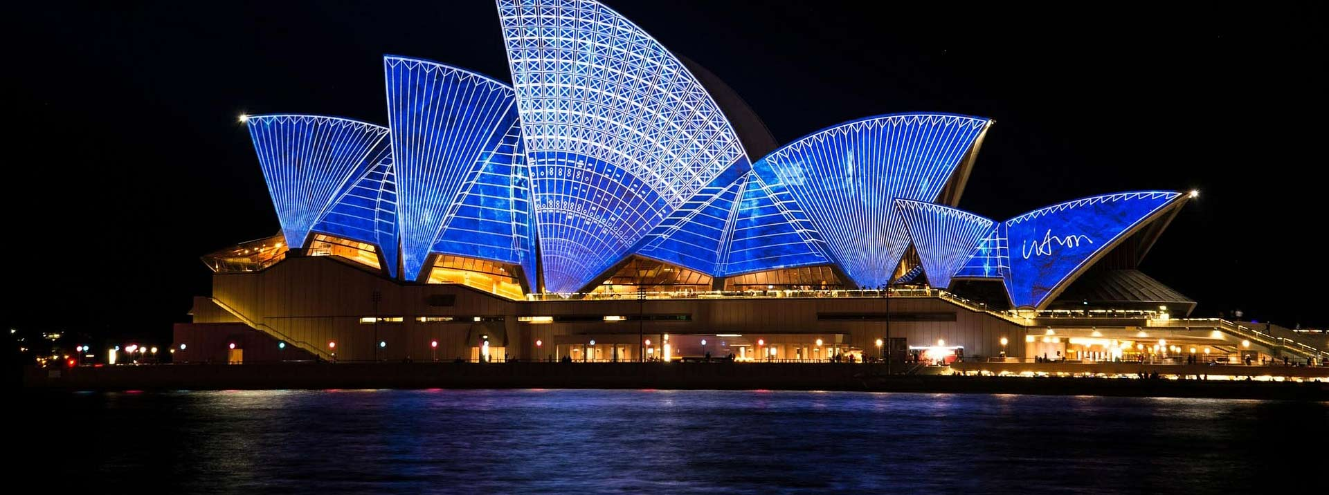 Discounted flight tickets from Los Angeles to Sydney - IFlyFirstClass