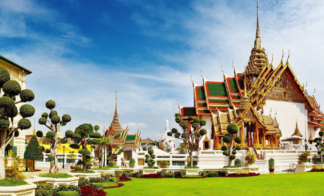 Deals on first class flights to Bangkok let you spend more time admiring the city's Grand Palace. - IFlyFirstClass